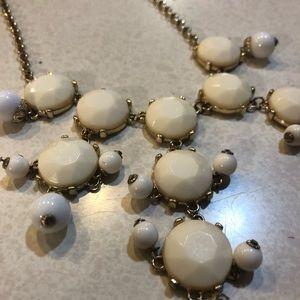 Drop stone necklace in ivory